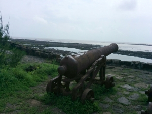 A lone cannon vs. the open sea - at Kolaba Fort off the Murud Beach